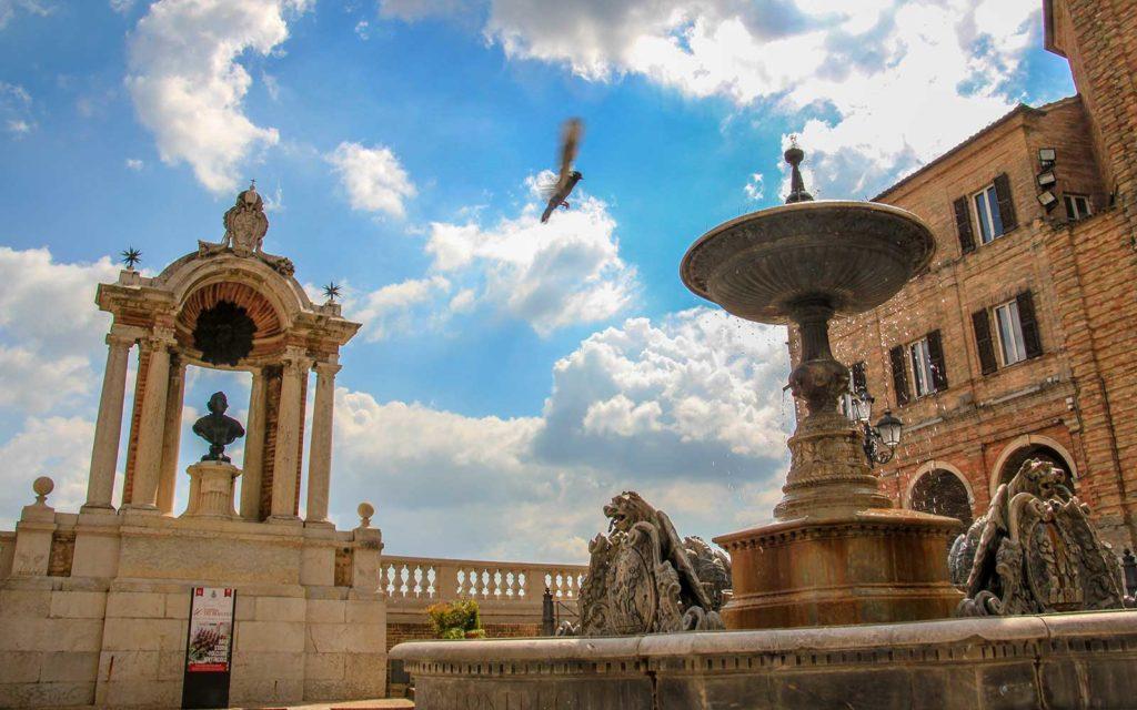 Treia-Fontana-Piazza-della-Repubblica_Davide-Vitali